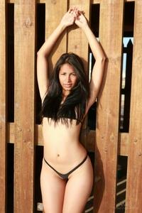 Sexy babe Ruth Medina's bikini strip
