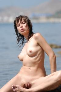 Teen Julietta's juicy pussy in the water