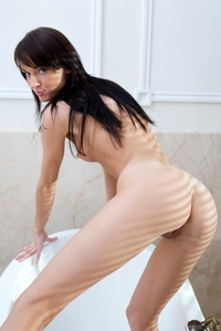 Young virgin Venere hot in the bathroom