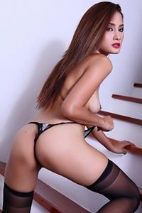 Sweet asian Winny Sung showing all