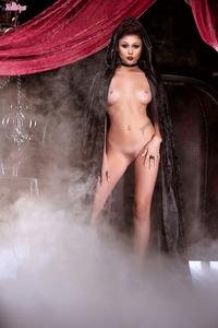 Naked Horror Lady In The Vampire Catsle