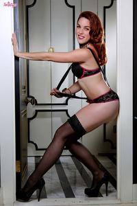 Glamour Babe Amarna Miller