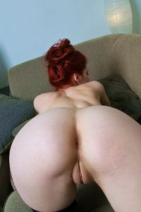 Sexy Redhead with sweet pussylips