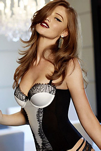 Cintia Dicker Amazing Celebrity