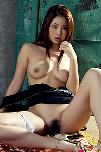 Sexy Asian Babe Risa Kasumi