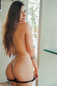 Brazilian Beauty Amanda Maquellen Via Bella Club
