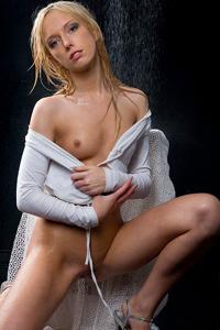 Alicia - Sexy Wet