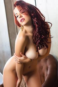 Glamour Redhead Babe Elizabeth Marxs