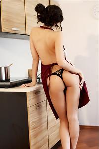 Sexy Housewife Sakura