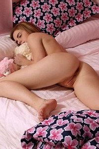 Amateur babe caught while sleeping