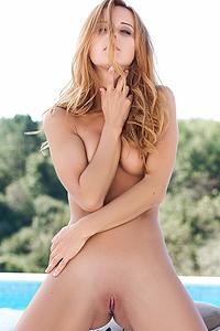 Delicious Blonde Beauty Roberta Berti