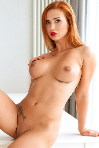 Dream Redhead Babe Justyna
