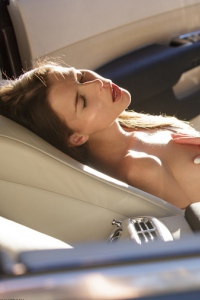 Jessica Masturbating In The Car